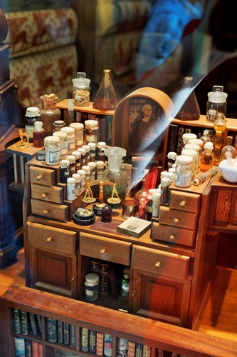 Miniature lab of perfume maker or 'muschiere'
