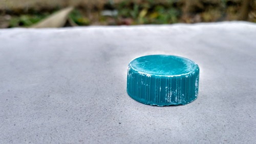 Plastic bottle cap for initial compacting of the tadelakt.